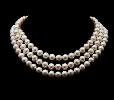Halsketting, parels zijn de edelstenen uit de zee.
